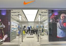 1e4b3216d1d8 Торговое освещение магазина Nike, Метрополис